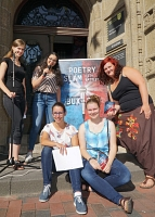 Poetry Slam City Battle - Gruppe vor dem Rathaus
